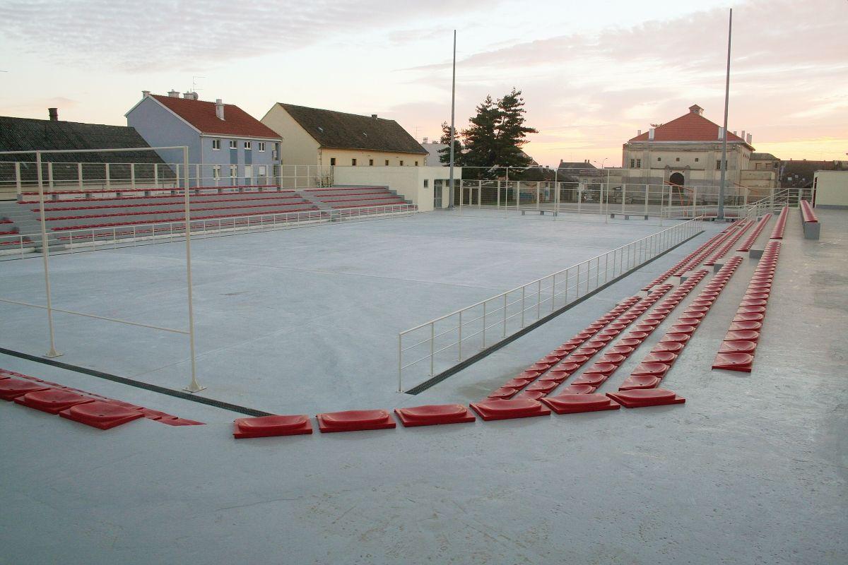 Javna garaža i sportsko igralište, Bjelovar